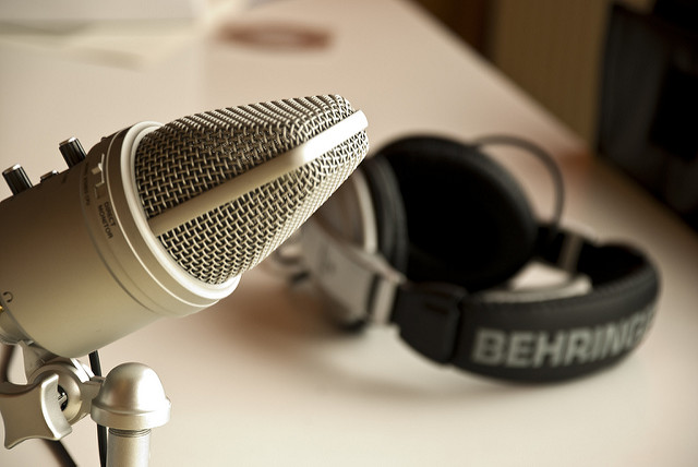 Image of a microphone and headphones used for podcasting